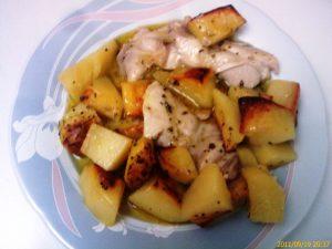 Πιάτο με Φιλέτο Κοτόπουλο με πατάτες στον φούρνο